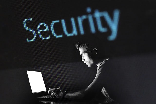 image_hacker_in_front_of_computer_with_the_word_security